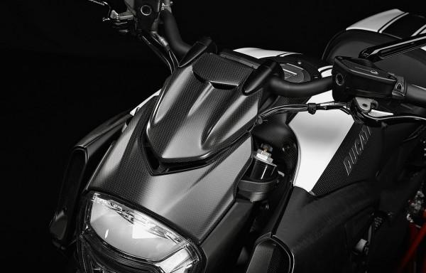 Ducati Original Scheinwerferumrandung aus Kohlefaser