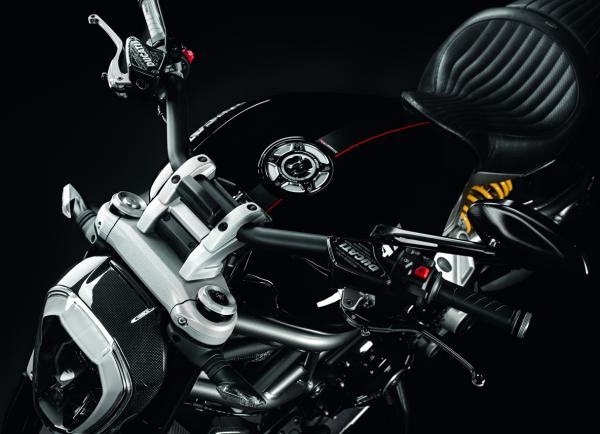 Ducati Diavel Vorversetzter Lenker
