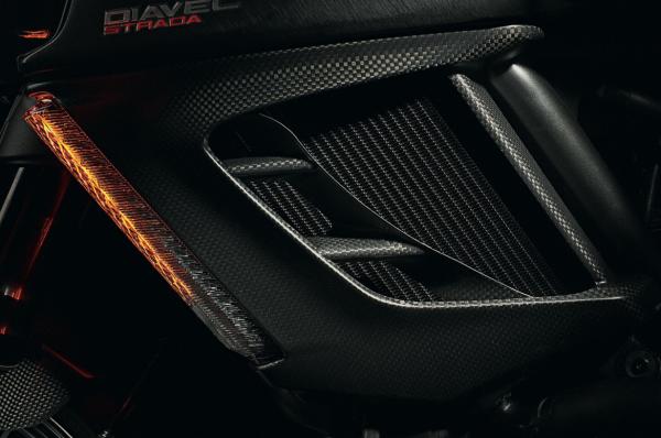 Ducati Diavel Schottabdeckungen aus Kohlefaser für unteren Kühler